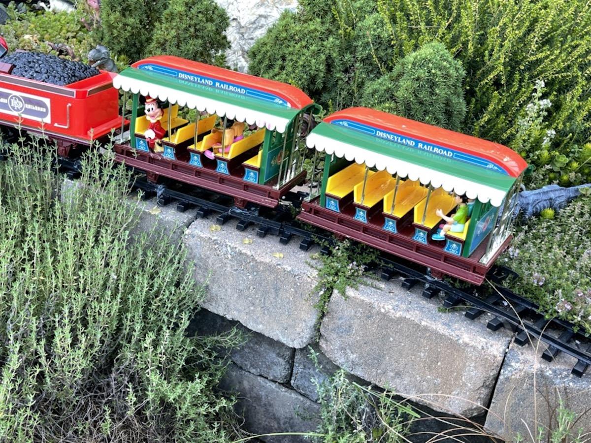 2021 Mini Garden: Disneyland